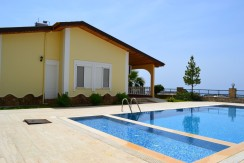 Deniz ve dağ manzaralı 3 odalı küçük villa – Mahmutlar