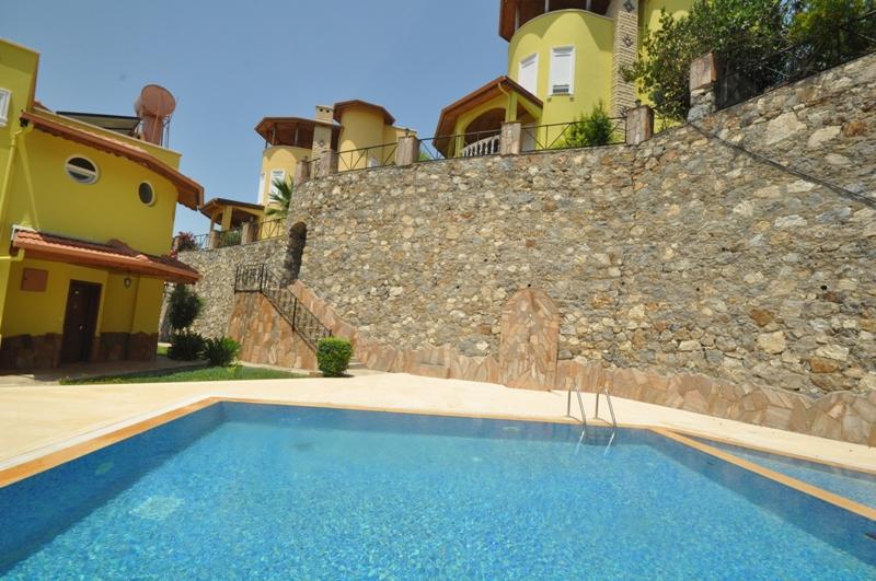 Full mobilyalı 3 katlı, deniz ve dağ manzaralı villa — Mahmutlar
