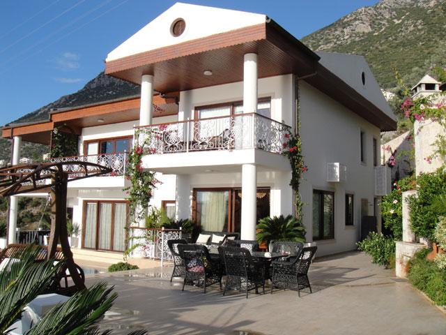 Вилла люкс класса расположена в живописном районе Анталии — Калкан .