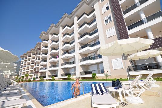 Шикарный жилой комплекс на самом берегу Средиземного моря, апартаменты от 65.000 евро.