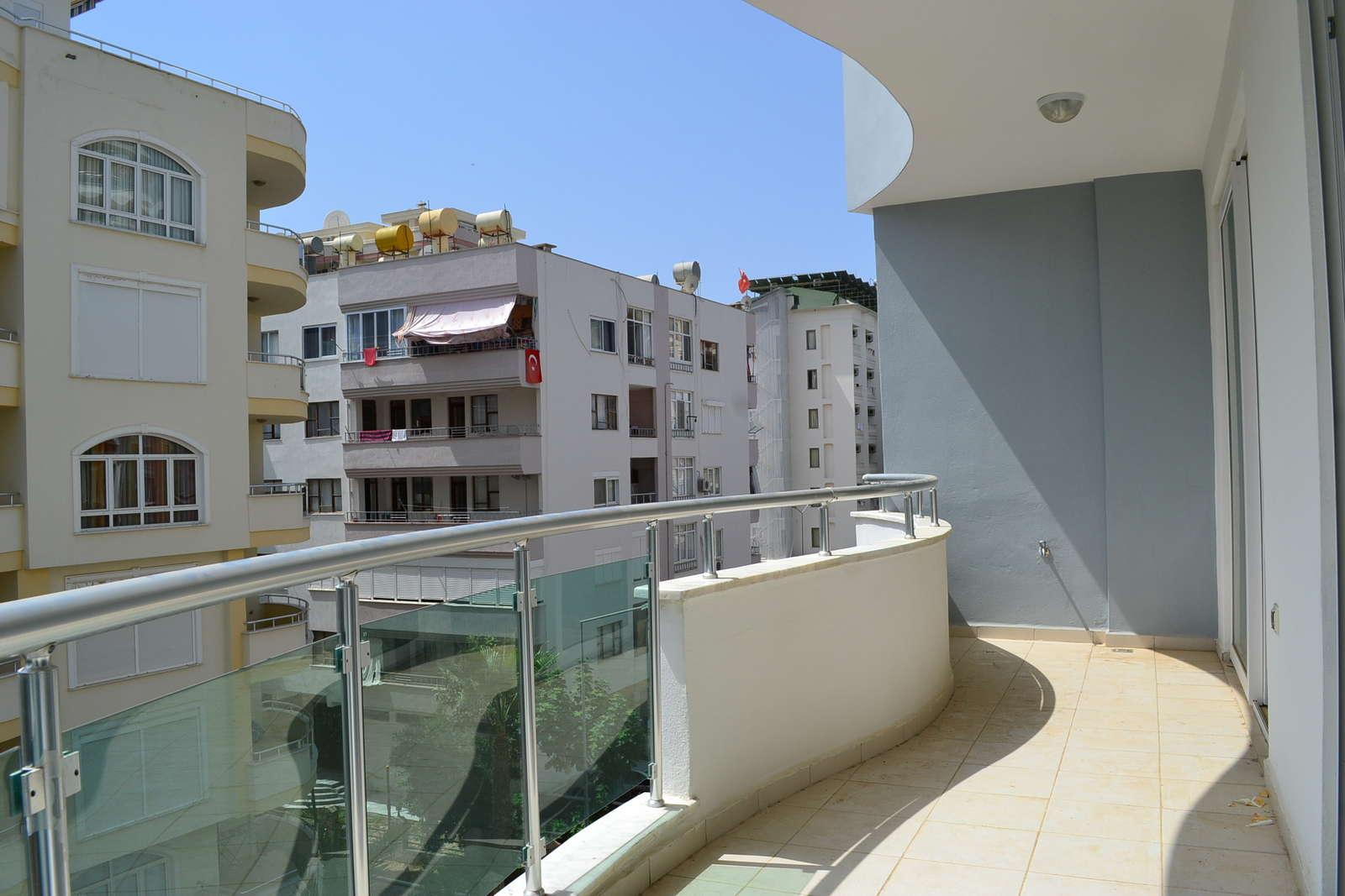 Квартира в Турции 1+1 новые 2х кмн апартаметы в ЖК с бассейном. Море — 200м., вид на детс. площадку. Цена всего 35.000 евро. Очень срочно!